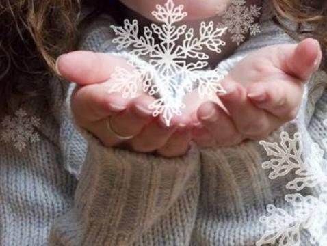 воздушный поцелуй снежинка в ладошках картинки более подробно